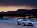 aston-martin-v12-vantage-rs-concept-night-view.jpg