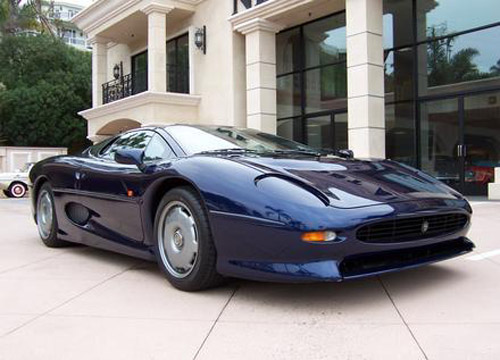 many customers were unhappy and some even sued Jaguar. Jaguar XJ220 blue