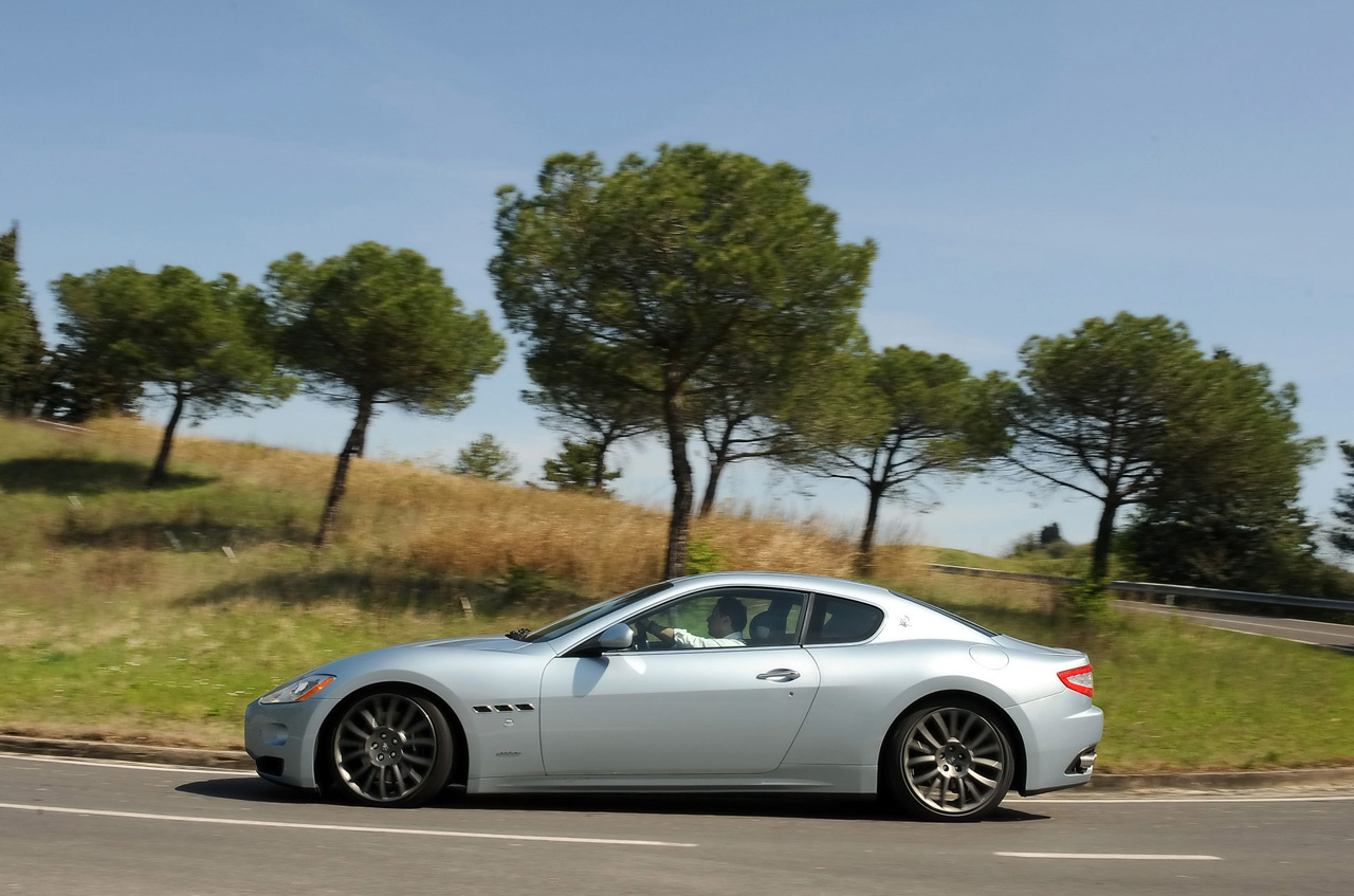 http://www.thesupercars.org/wp-content/uploads/2009/06/2009-maserati-gran-turismo-s-automatic-side-view.jpg