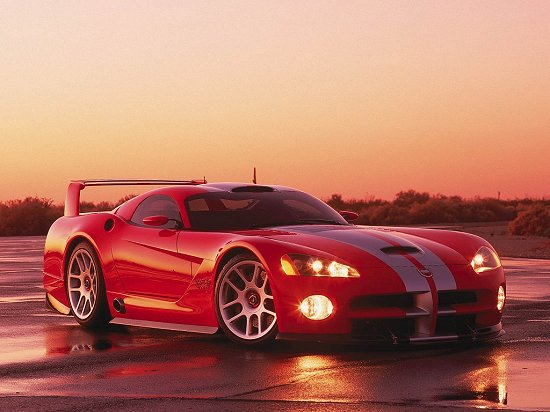 The Viper GTS-R featured six speed manual transmission and the gear shifts