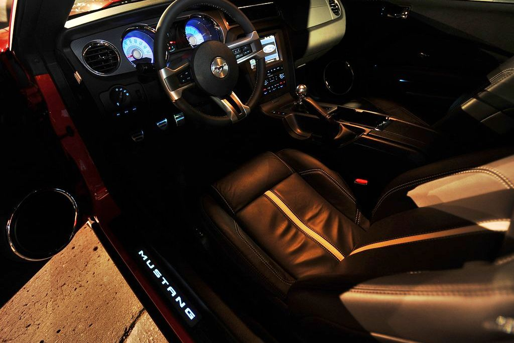 2011 Ford Mustang Review Specs Pictures Price Mpg