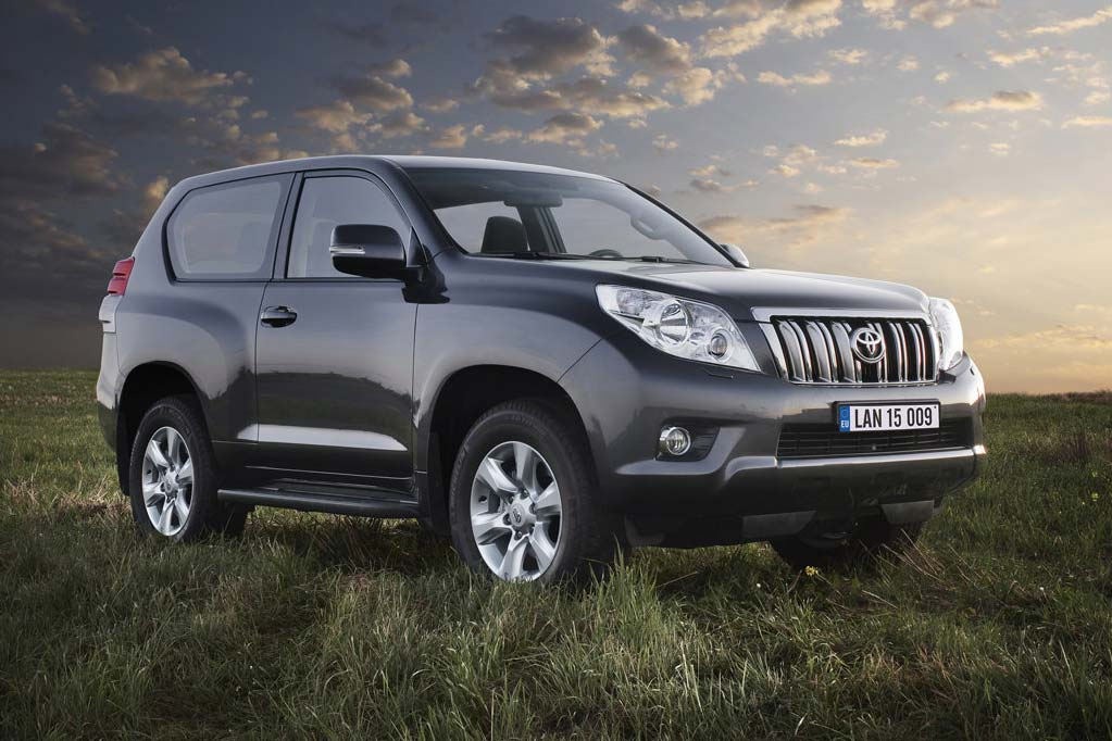 2011 toyota land cruiser review specs pictures price mpg. Black Bedroom Furniture Sets. Home Design Ideas