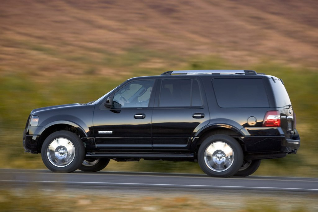 2011 ford expedition review specs pictures price mpg. Black Bedroom Furniture Sets. Home Design Ideas