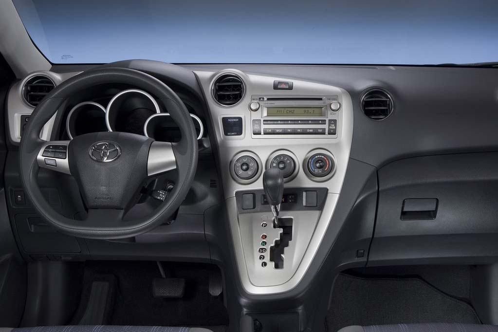 Toyota-Matrix_2011_Wheel-and-Dash.jpg