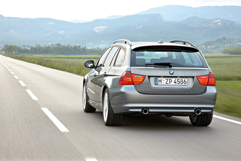 2011 bmw 3 series wagon review specs pictures price mpg. Black Bedroom Furniture Sets. Home Design Ideas