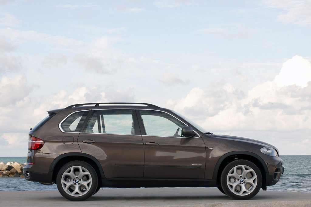 2011 bmw x5 review specs pictures price mpg. Black Bedroom Furniture Sets. Home Design Ideas