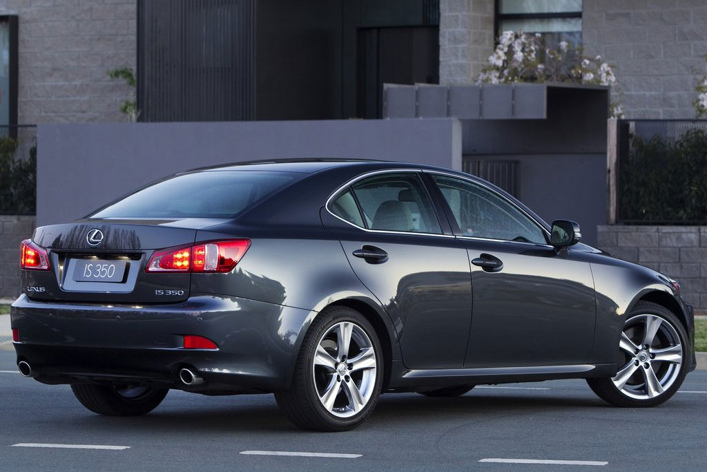 2011 lexus is price mpg review specs pictures. Black Bedroom Furniture Sets. Home Design Ideas