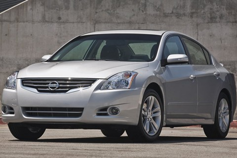 2011 nissan altima price mpg review specs pictures. Black Bedroom Furniture Sets. Home Design Ideas