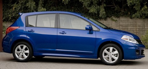 2012 nissan versa price mpg review specs pictures. Black Bedroom Furniture Sets. Home Design Ideas