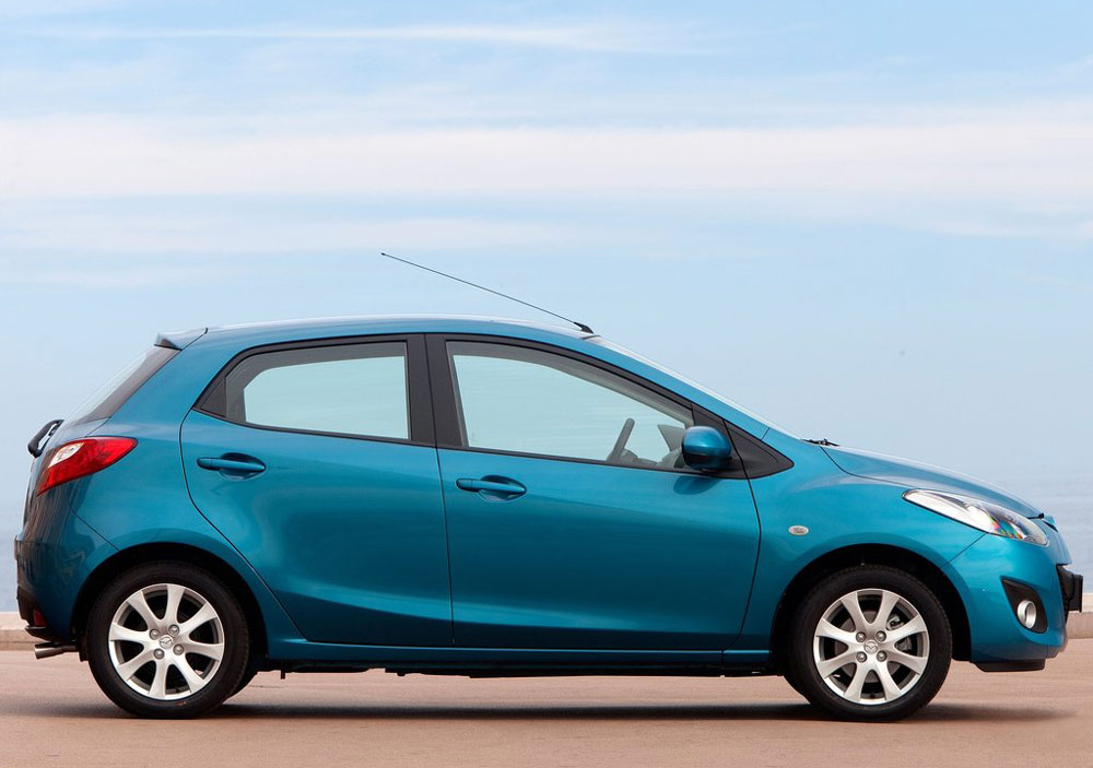 http://www.thesupercars.org/wp-content/uploads/2011/09/2011-Mazda2-Blue-Side-View.jpg