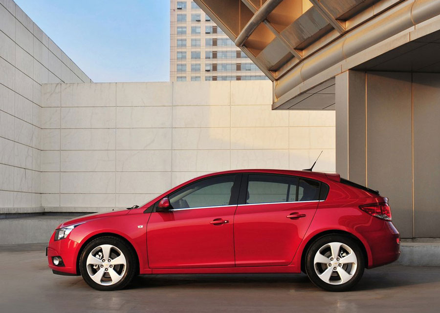 2012 chevrolet cruze review specs pictures price mpg. Black Bedroom Furniture Sets. Home Design Ideas