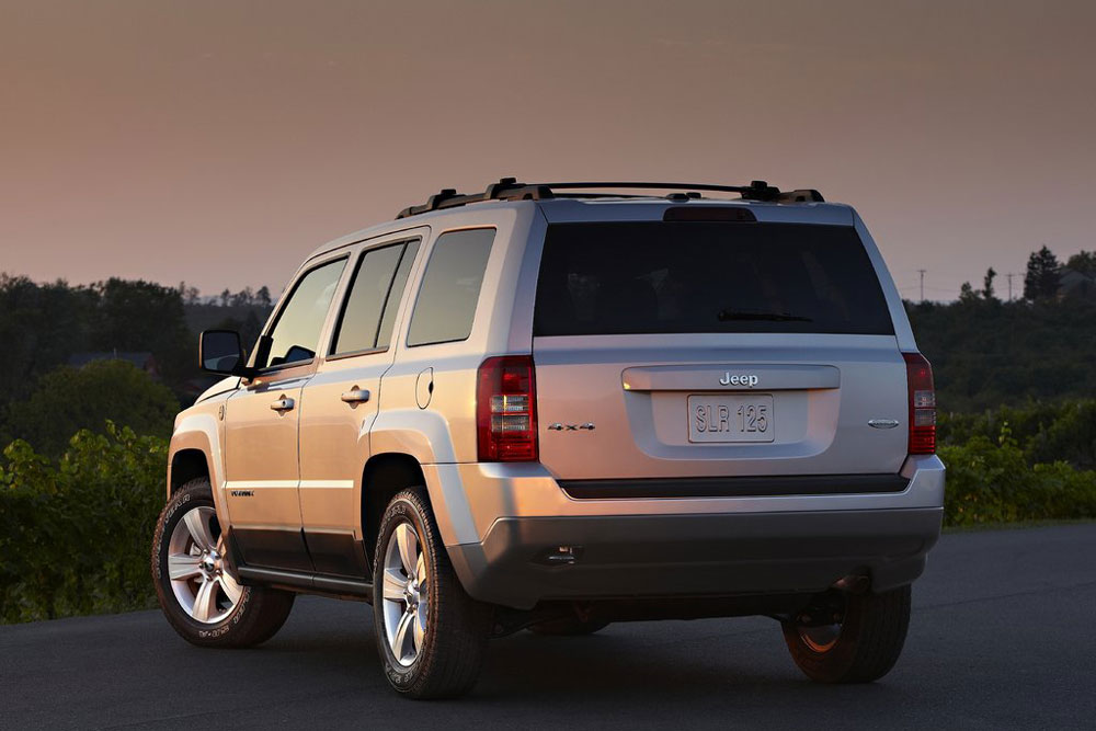 2011 jeep patriot review specs pictures price mpg. Black Bedroom Furniture Sets. Home Design Ideas