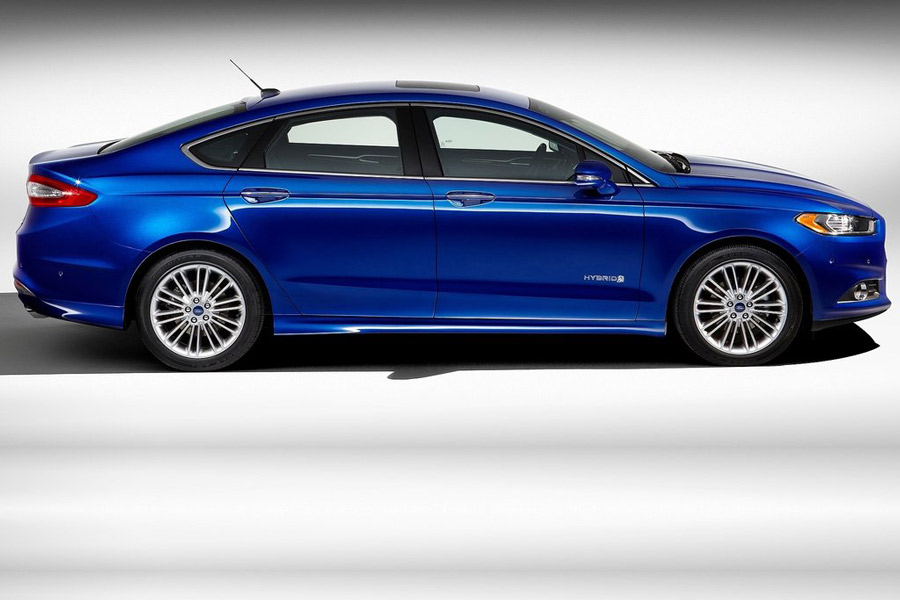 2013 Ford Fusion Technology Features Male Models Picture