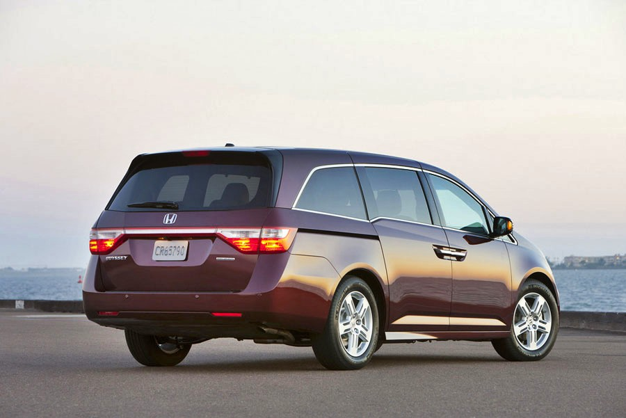 2012 honda odyssey review specs pictures price mpg for Honda odyssey mileage
