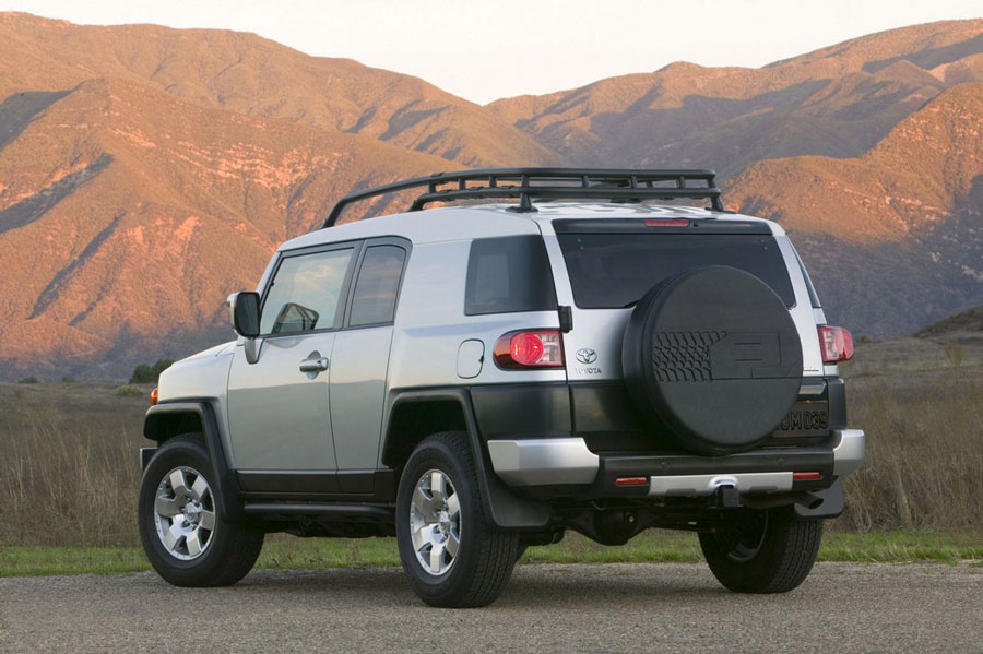 2012 toyota fj cruiser review specs pictures price mpg. Black Bedroom Furniture Sets. Home Design Ideas
