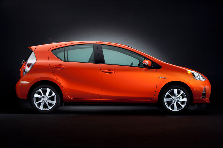 2012 toyota prius c review specs pictures price mpg. Black Bedroom Furniture Sets. Home Design Ideas