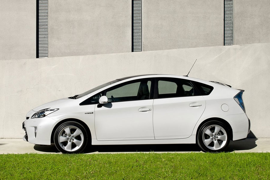 2012 Toyota Prius Review Specs Pictures Price Amp Mpg