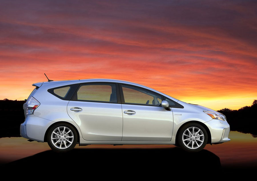 2012 toyota prius v review specs pictures price mpg. Black Bedroom Furniture Sets. Home Design Ideas