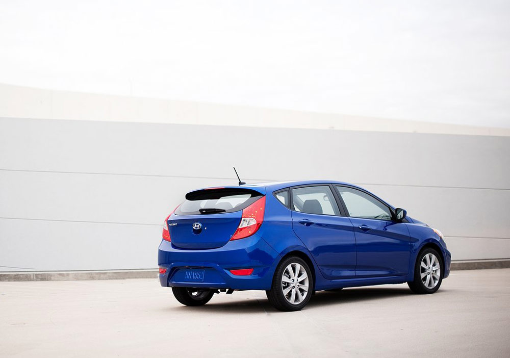 2012 hyundai accent review specs pictures price mpg. Black Bedroom Furniture Sets. Home Design Ideas