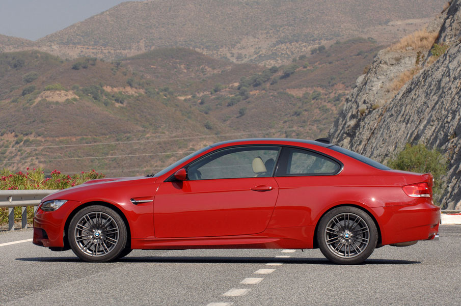 2012 bmw m3 review specs pictures price mpg. Black Bedroom Furniture Sets. Home Design Ideas