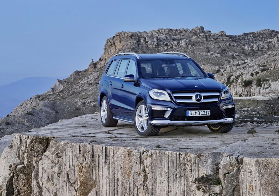2012 mercedes benz gl class review specs pictures mpg for Gl class mercedes benz price