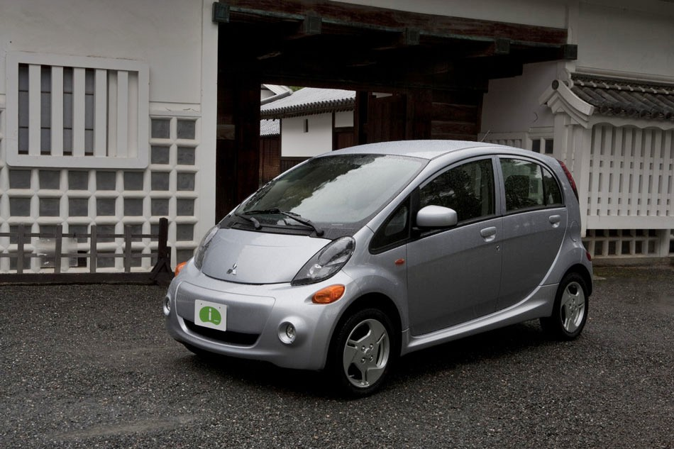 2012 mitsubishi i miev review specs pictures mpg price. Black Bedroom Furniture Sets. Home Design Ideas