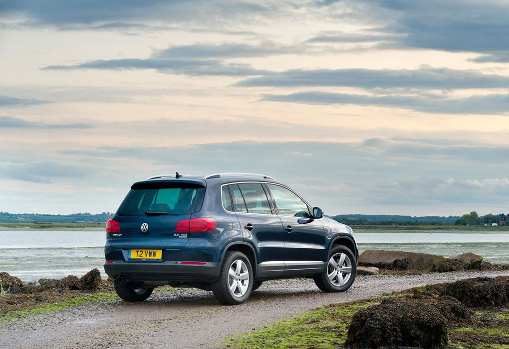 2012 volkswagen tiguan review specs pictures mpg price. Black Bedroom Furniture Sets. Home Design Ideas