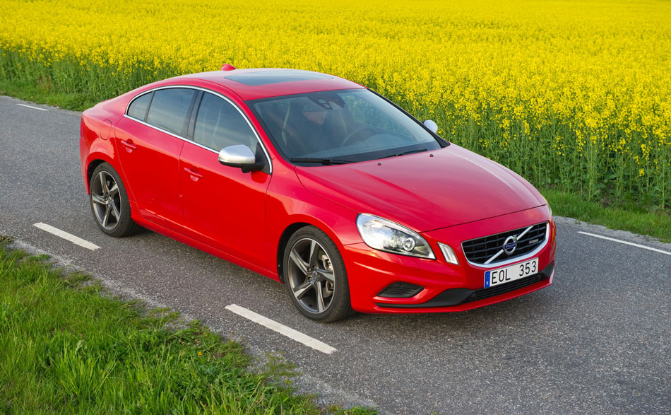 Volvo-S60-among-the-daisies AA