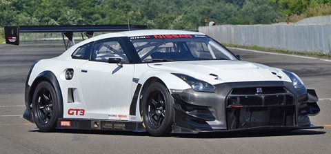 Nissan-GT-R-Nismo-GT3-on-the-track C
