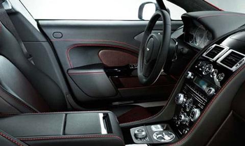 2013-Aston-Martin-Rapide-S-cockpit C