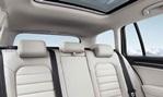 2014-Volkswagen-Golf-Variant-rear-seating 3