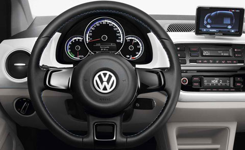 2014-Volkswagen-e-Up-cockpit-C