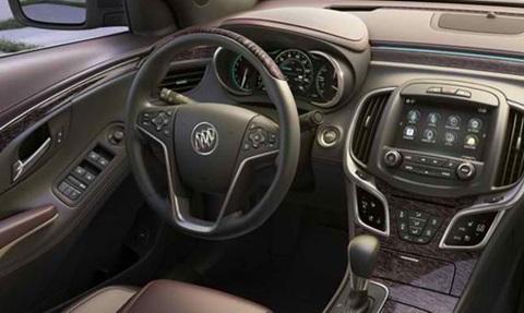 2014-Buick-LaCrosse-roomy-inside C