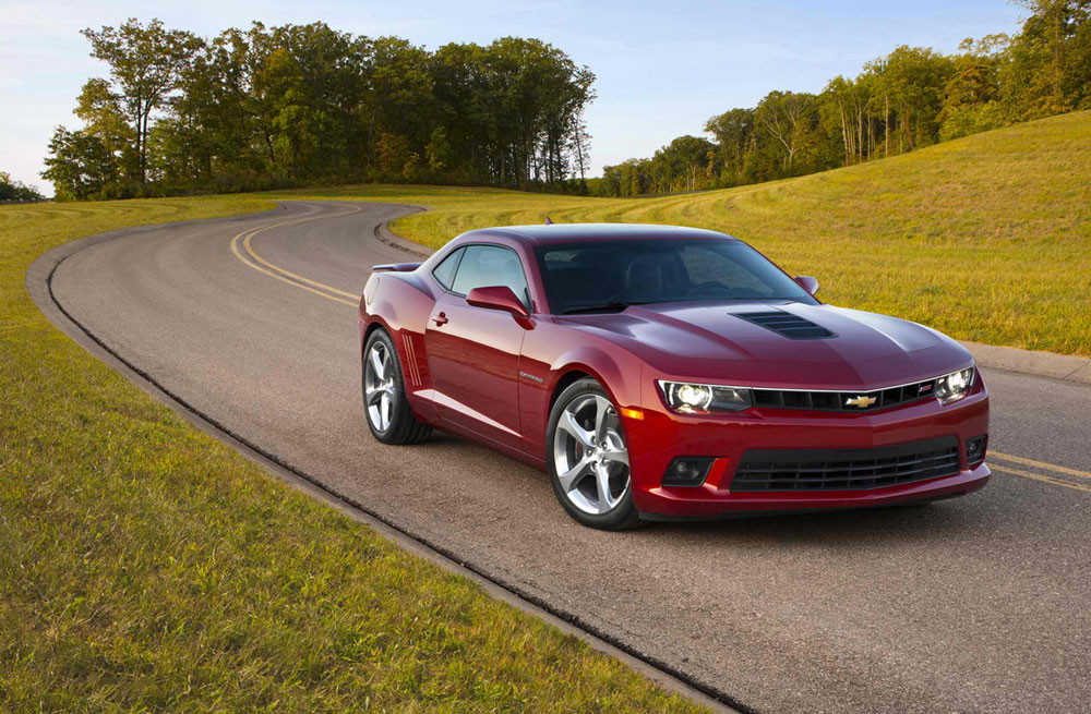 2014-Chevrolet-Camaro-SS-on-the-road-A