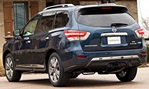 2014-Nissan-Pathfinder-Hybrid-at-home 3