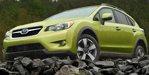 2014-Subaru-XV-Crosstrek-Hybrid-during-the-rain-A
