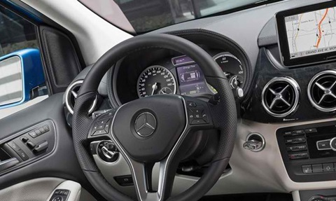 2015-Mercedes-Benz-B-Class-Electric-Drive-cockpit C