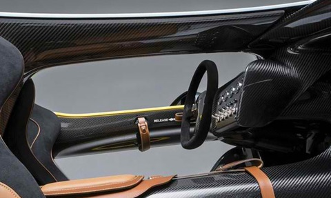 2013-Aston-Martin-CC100-Speedster-Concept-cockpit-from-below C
