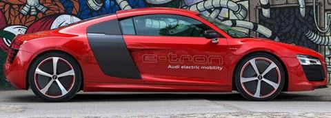2013-Audi-R8-e-tron-Concept-contrast B