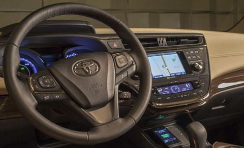 2013-Toyota-Avalon-Hybrid-parked-C