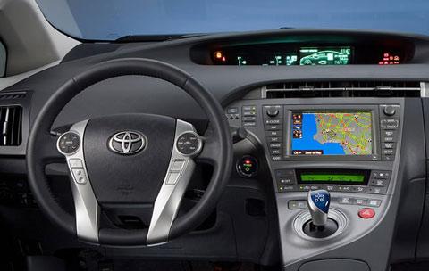 2013-Toyota-Prius-Plug-in-Hybrid-comfort-D