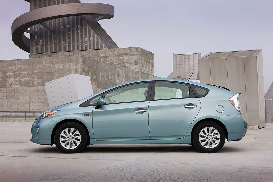 2013 toyota prius plug in hybrid price mpg. Black Bedroom Furniture Sets. Home Design Ideas