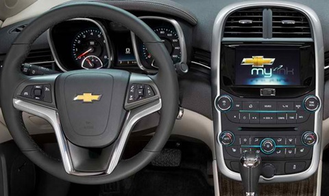 2014-Chevrolet-Malibu-cockpit C