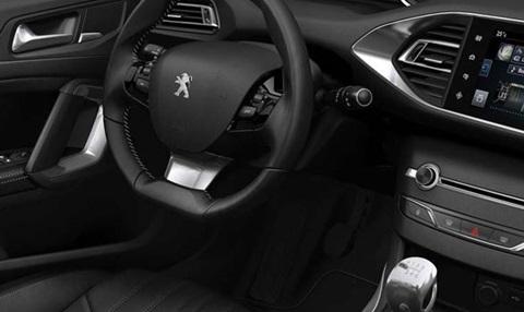 2014-Peugeot-308-indoors C