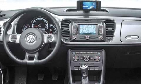 2015-Volkswagen-iBeetle-inside D