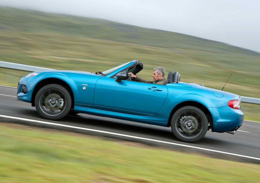 http://www.thesupercars.org/wp-content/uploads/2013/07/2013-Mazda-MX-5-Sport-Graphite-zoom-zoom.jpg
