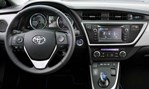 2013-Toyota-Auris-Touring-Sports-cockpit 1