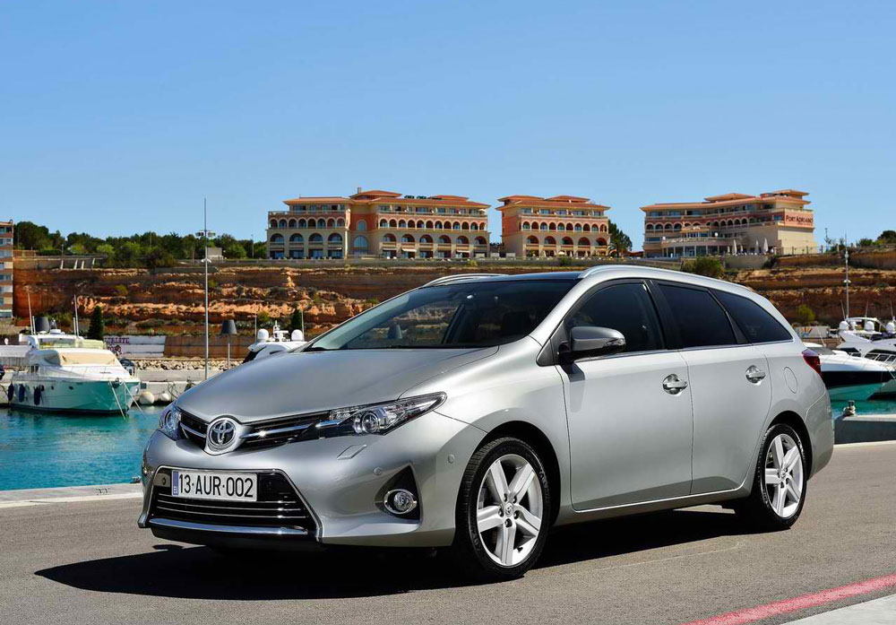2013 toyota auris touring sports review pictures mpg price. Black Bedroom Furniture Sets. Home Design Ideas