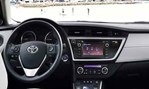 2013-Toyota-Auris-Touring-Sports-inside-out-view 3