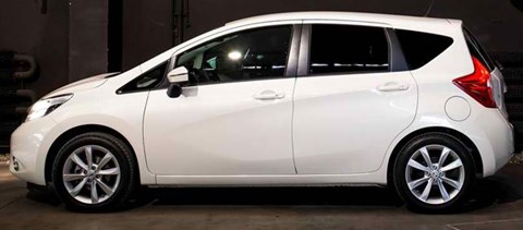 2014-Nissan-Note-indoors B